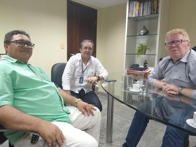 IMAGEM DO DIA: Jodoval Pontes em reunião com o Deputado Ubaldo falando sobre a recuperação da estrada que liga Japi a Santa Cruz