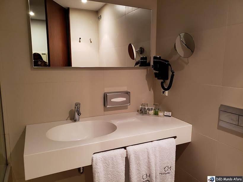 Destaque do Banheiro do Hotel Carris Porto Ribeira: onde ficar no Porto