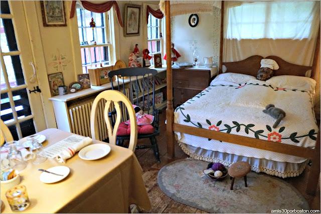 Dormitorio de la Abuela con el Lobo en la Cama en Pickity Place, Mason