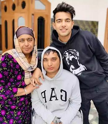 Jass manak ki family picture
