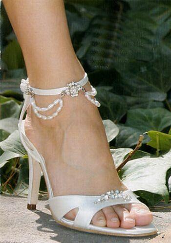 3e7439ee0d Confesso não gosto muito de sandálias para noivas