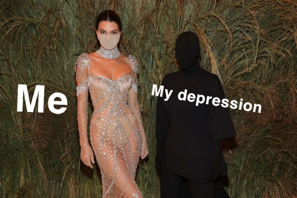 Образ Ким Кардашьян на Met Gala 2021 стал интернет-мемом