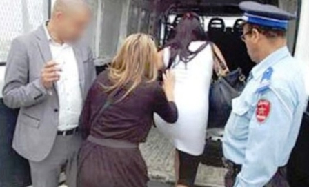 مثير : الإبتزاز الجنسي يجر فتاتين عشرينيتين للإعتقال، وهكذا سقطتا في الفخ