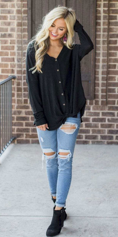 Need Style Inspiration for Fall Season. See these 31 Most Popular Fall Outfits to Truly Feel Fantastic. Fall Style via higiggle.com | black cardigan | #fall #falloutfits #style #cardigan