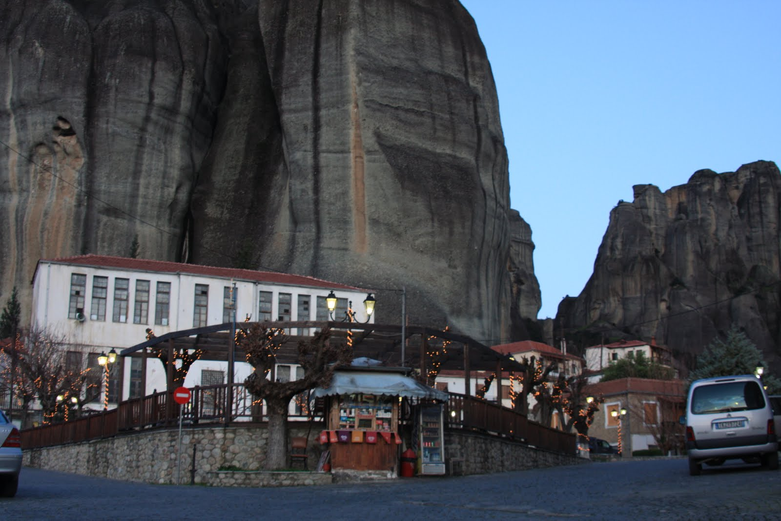 Os melhores trilhos e dicas para descobrir a encantadora região de METEORA | Grécia