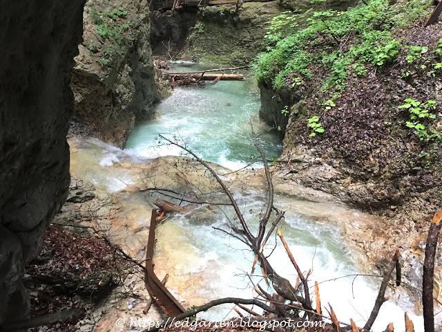 Wolfsklamm mit tosenden Wasserfällen