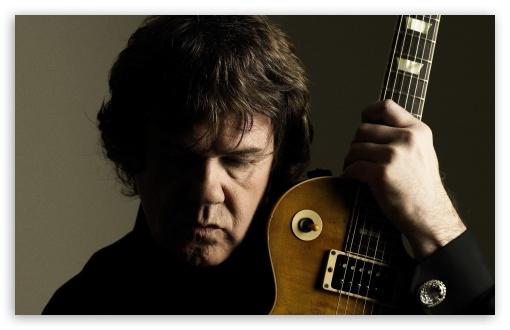 Σαν σήμερα έφυγε από κοντάς μας ένας μεγάλος μουσικός από αυτούς που όταν φεύγουν δεν έρχεται άλλος στην θέση τους... ο Γκάρι Μουρ