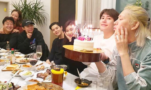 Heechul Super Junior Rayakan Anniversary Debutnya Yang Ke-15 Tahun
