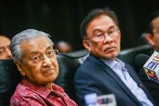 Yang tak nak serah jawatan Perdana Menteri kepada Anwar ialah ...