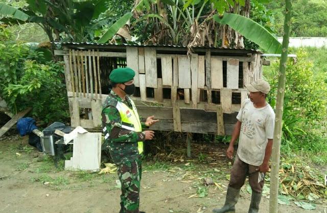 Babinsa Muklis Yendi Ajak Masyarakat Menjaga Lingkungan dengan Menanam Pohon dan Selalu Terapkan Prokes