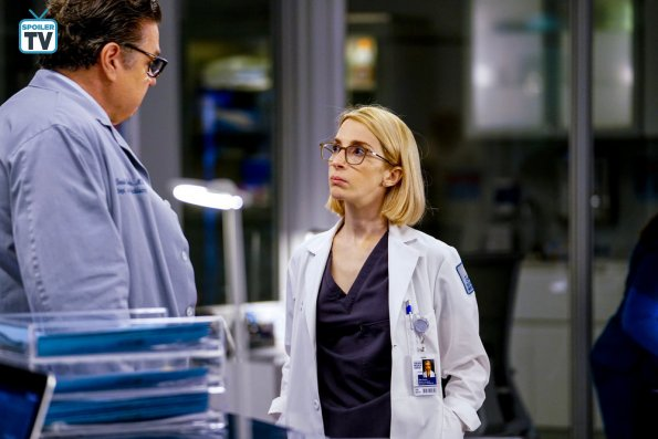 "NUP 184938 0275 595 Spoiler%2BTV%2BTransparent - Chicago Med (S04E10) ""All The Lonely People"" Episode Preview"