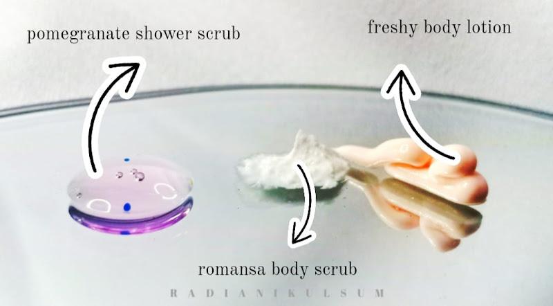 Tekstur Scarlett Whitening Body Care (Pomegranate Shower Scrub, Romansa Body Scrub, & Freshy Body Lotion)