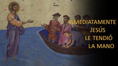 Evangelio según Mateo 14, 22-36: Inmediatamente Jesús le tendió la mano