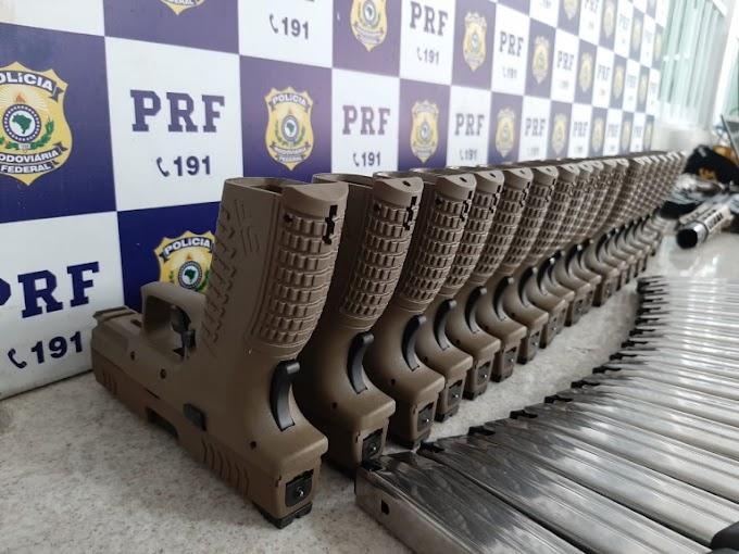 Dois fuzis e 23 pistolas são encontrados em ônibus que saiu de São Paulo com destino a Serrinha