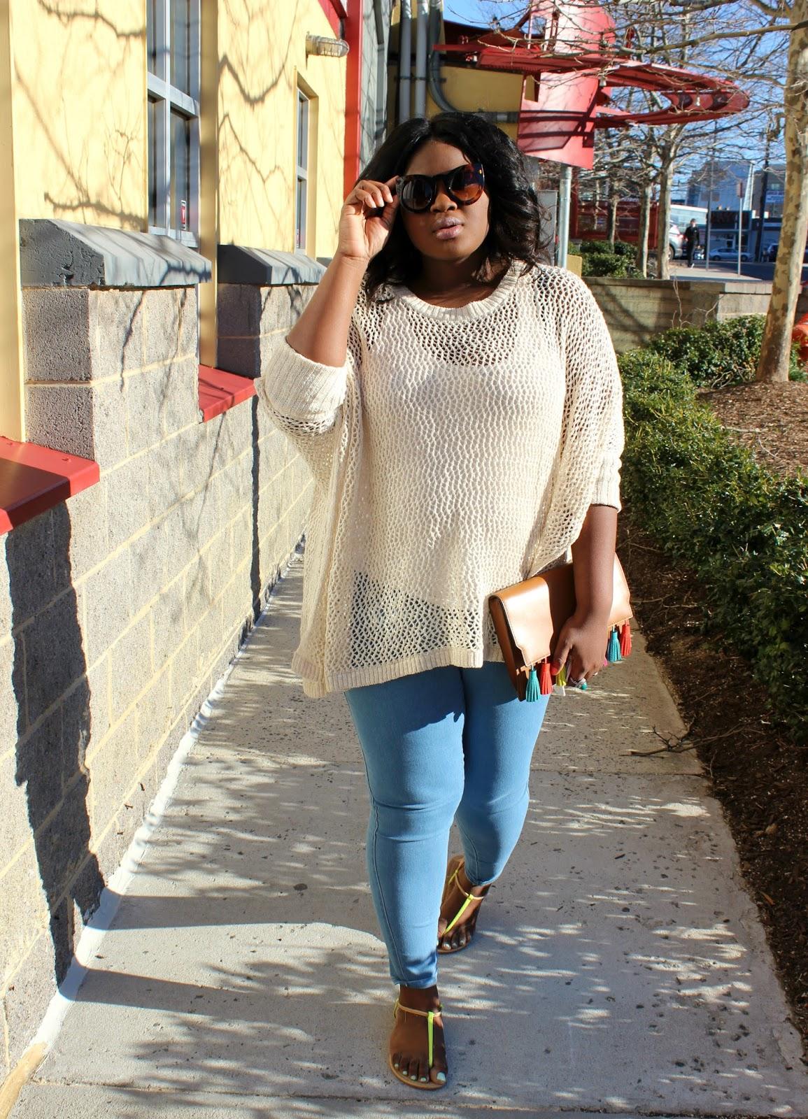 affordable brunch outfit idea  light wash jeggings