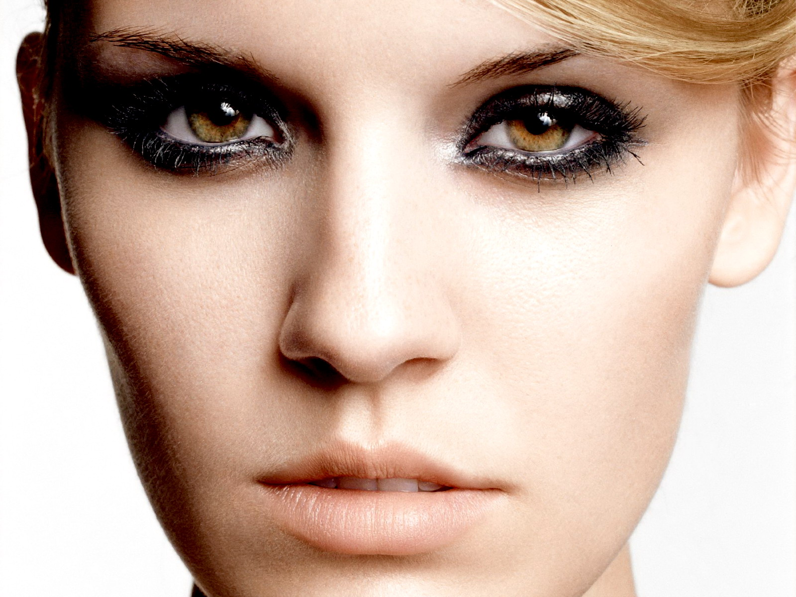 Latest Fashion Collection: Smoky Eye Make-up