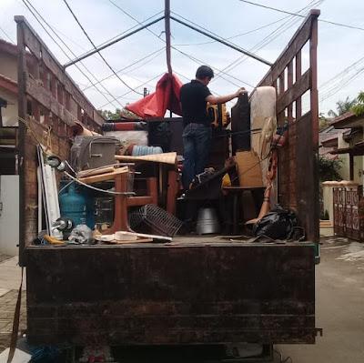 Truk fuso 6 meter pindahan rumah
