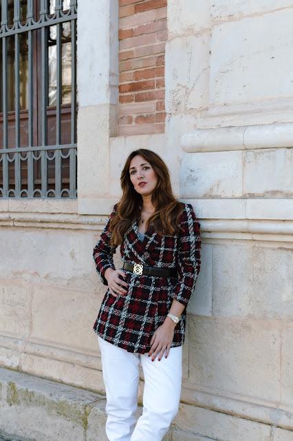 Fashion South con blazer de cuadros y cinturon Loewe