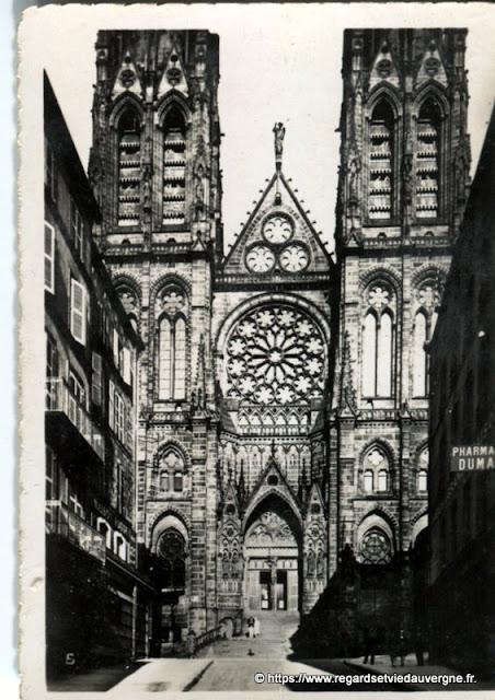 Photo ancienne de Clermont-Ferrand  façade de la Cathédrale
