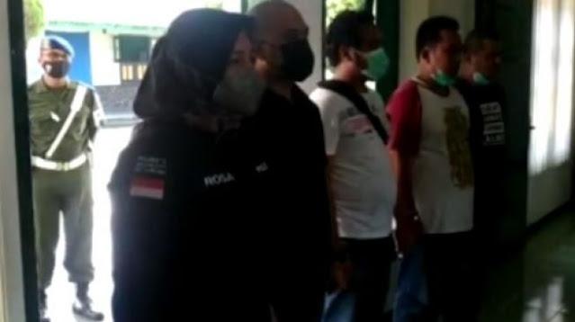 5 Polisi Malang Terbata-bata Minta Maaf Kasus Salah Prosedur Penggerebekan