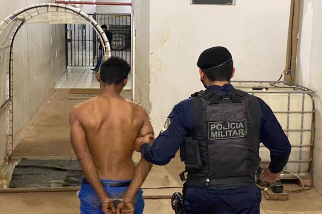 Criminosos roubam moto e quase R$ 2 mil de vítimas na zona leste; um é preso