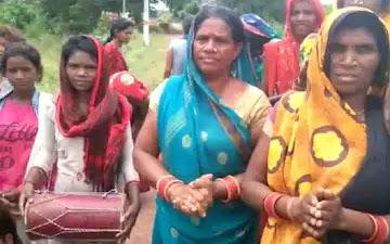 बच्चियों को निर्वस्त्र कर गांव में घुमाया, अंधविश्वास में डूबी महिलाएं : Damoh samachar