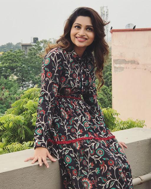 Tamil Actress Nakshathra Nagesh latest photos Navel Queens