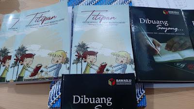 Buku kumcer pemilu Kelingan dan Bawaslu Kab. Semarang
