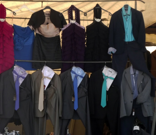 roupas de festa na Feira de Espinho