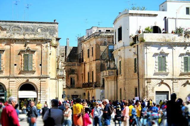 gente, piazza, palazzi, monumenti