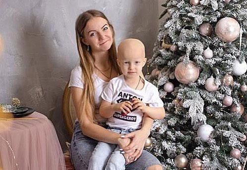 Москвичка вяжет милых мышек, чтобы спасти сына от рака