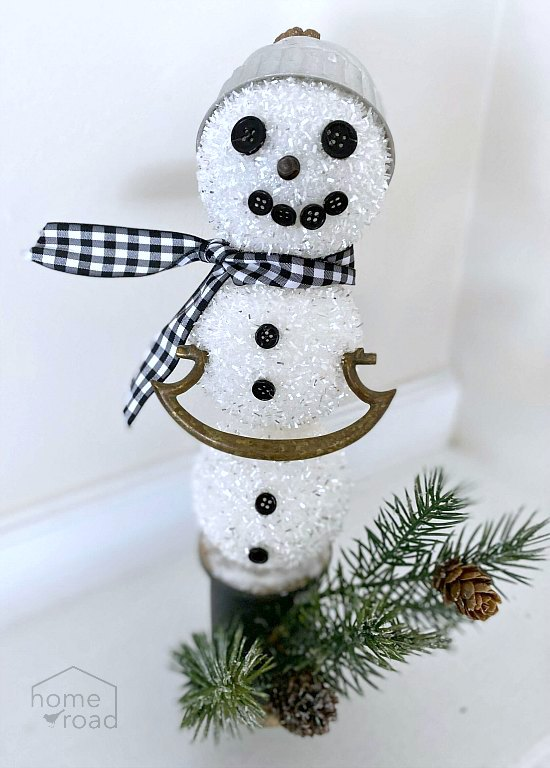How to build a snowman Christmas decor using found pieces