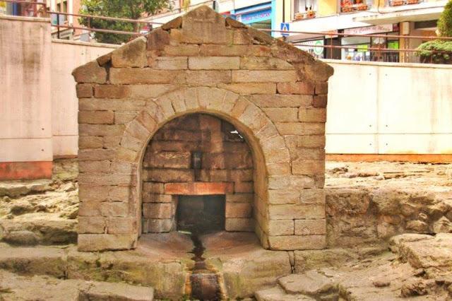 Prerrománico asturiano Fuente Foncalada en Oviedo