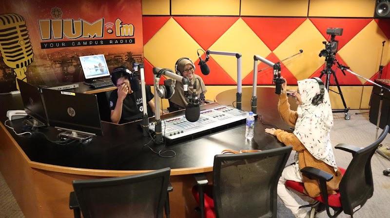 Pengalaman Menjadi Producer Dan DJ Radio