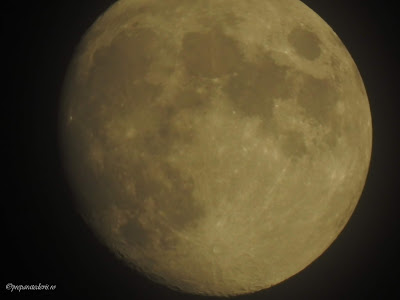 Luna plina zoom cu Nikon,