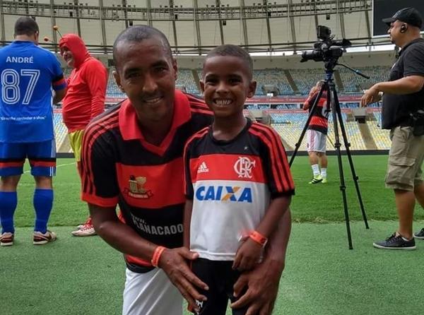 Ex-volante do Flamengo entrega costela no bafo para sobreviver na pandemia