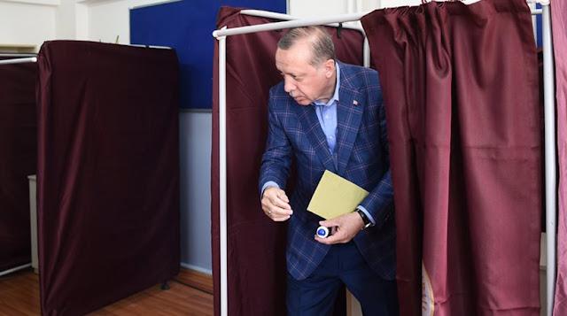 Τουρκία: Προβάδισμα για το «ναι» - Πρόβλημα νομιμότητας καταγγέλει η αντιπολίτευση