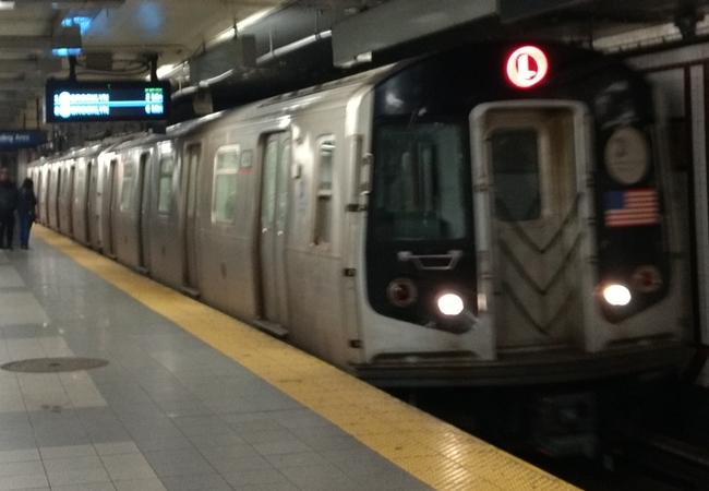 ニューヨークの地下鉄で人身事故...