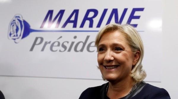 Le Pen propone salida de Francia de la Unión Europea para 2017