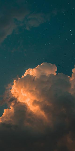 Mây trên bầu trời đêm