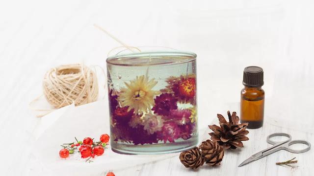 velas de gel con flores secas