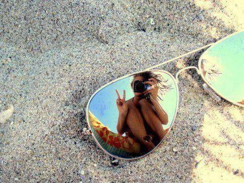 ideas de fotos para subir y arrasar en instagram este verano umbrella sombrilla sangrases gafas de sol