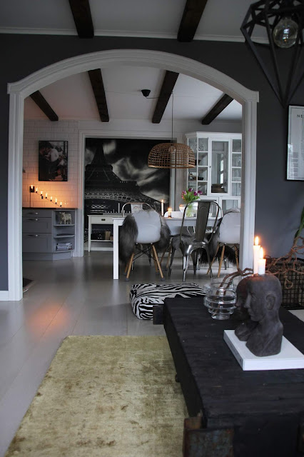 annelies design, webbutik, nätbutik, webbutiker, inredning, inspiration, vardagsrum, vardagsrummet, barista, ansikte ljusstake, fotovägg, matplats, ljusstake, ljusstakar, kök, svartvit, svartvita, svart och vitt, svartvit inredning, fårskinn,