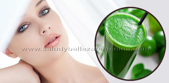 Bebida verde para obtener una piel de porcelana, una rica bebida verde, que limpia la piel y nutre sus células, es muy fácil de preparar y en poco tiempo lograrás regenerar tu piel.