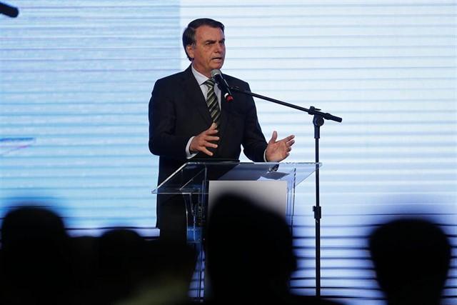 20 días después: Bolsonaro sopesa enviar al Ejército para ayudar a extinguir los incendios en la Amazonia