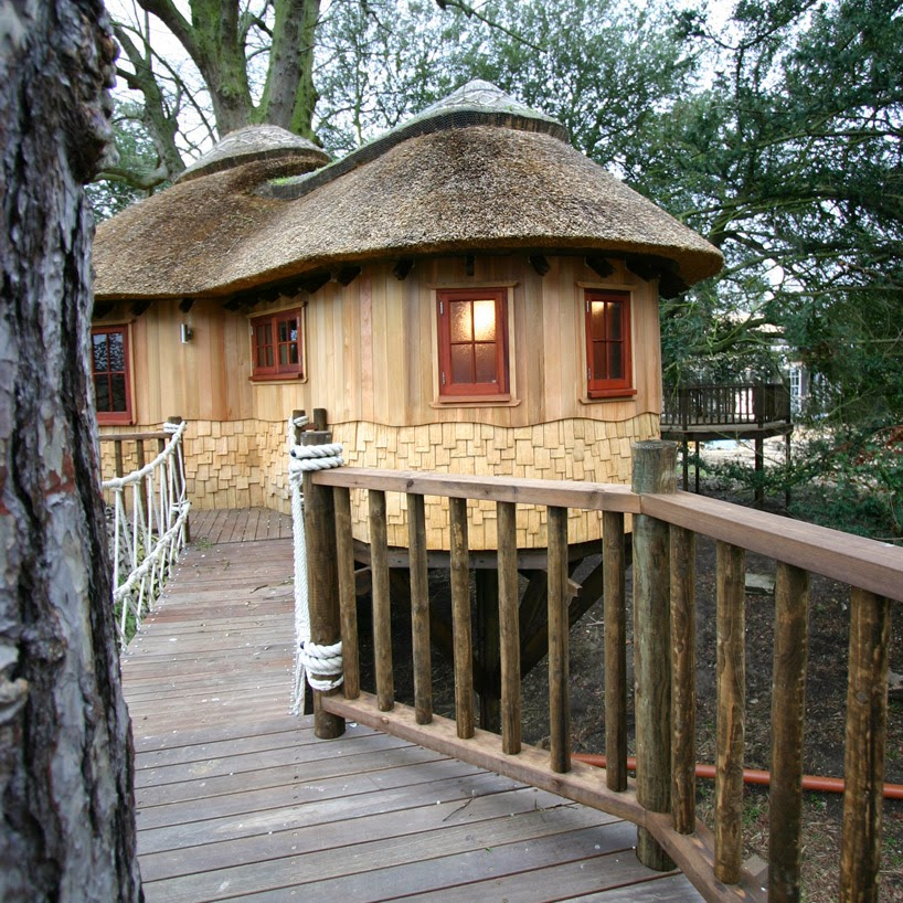 6. The adults' quarters. - This Family Lives In A Tree House That Looks Like A Castle. Think That's Cool? Wait Until You See The Inside.