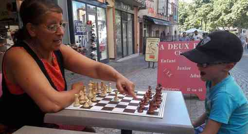 Parties d'échecs en plein air pour petits et grands - Photo © Jean-Baptiste Arcuset