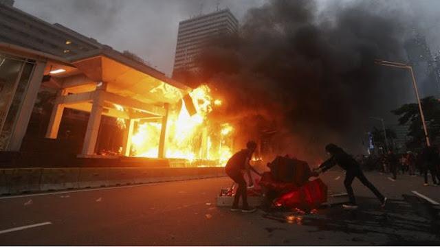 Andi Arief: Pembakar Halte Thamrin Tak Ditahan, Tapi Rakyat Kritis Diborgol