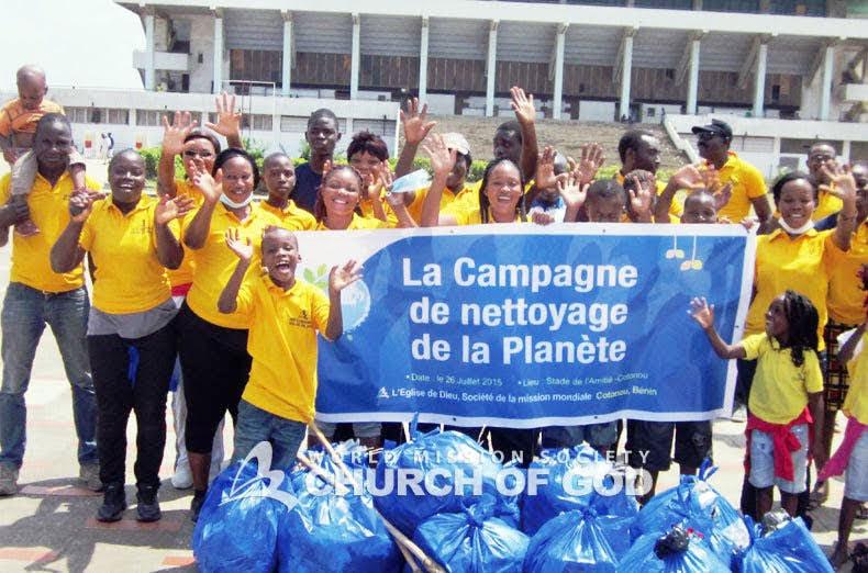 Nettoyage au Stade, Cotonou, Bénin