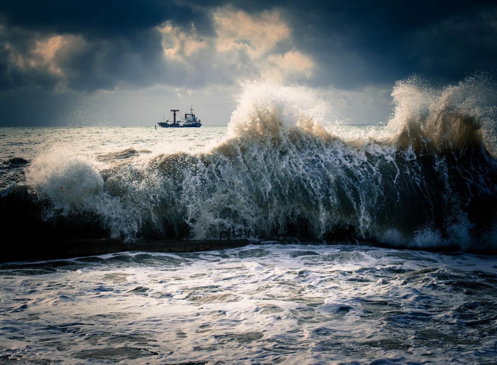 оргово развлекательный шторм на море картинки для мобильного телефона помогала нянчить